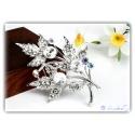 zeitlose elegante silberne Kristall Blütenblatt Brosche versilbert mit hochwertigen Strass-Steinen