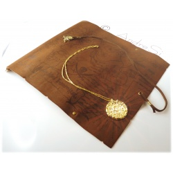 Fluch der Karibik - Elizabeth Swann - 18K hartvergoldete Azteken Schatz-Münze mit lederner Schatzkarte (hellbraun) und Anhänger