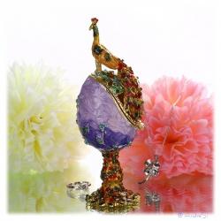 Faberge Ei mit Pfau emailliert mit Kristallen veredelt, vergoldet und als aufklappbare Schmuckdose