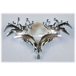 Galadriels brooch in jewelry box, jewellery of the Queen of elves, hard silver plated