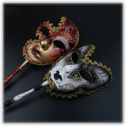Set Venedic masks with handle for their stylish carnival appearance