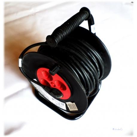 Kabeltrommel 25m mit Schutzschalter bei 3000 Watt 4 Steckdosen H05VV-F 3G1,5, gebraucht