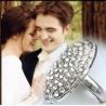 Bellas Verlobungs-Ring zur Hochzeit