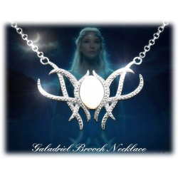 Galadriels flower pendant with necklace in jewelry box, jewelry of the Queen of elves, necklace with pendant, hard silver plated